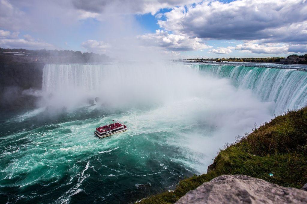 Настанак Нијагариних водопада је дуготрајан процес који траје и дан данас