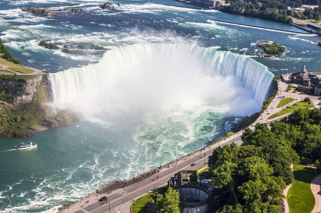 Нијагарини водопади су једно од оних природних чуда која заустављају дах